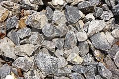 Prodej mulčovací kůry, těžené, drcené kamenivo v pytlích