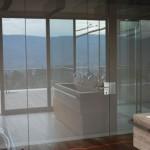Výroba celoskleněných dveří a stěn Praha - luxusní vzhled a volnost otevřeného prostoru