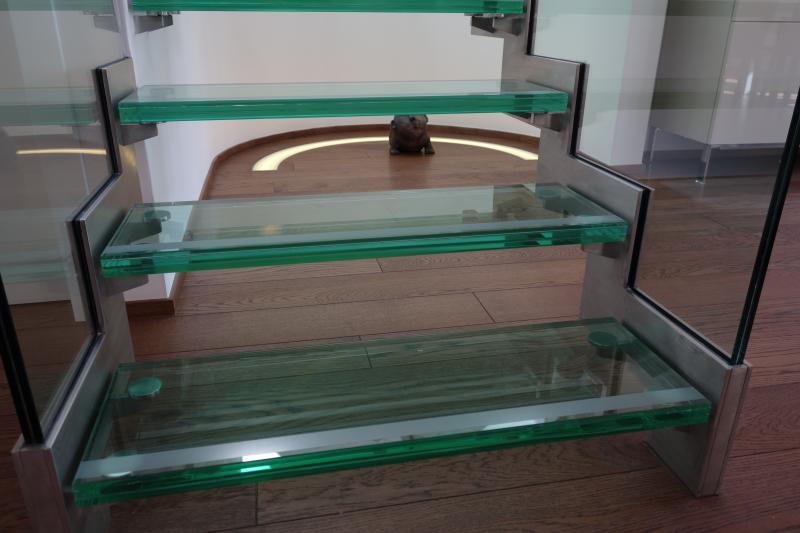 Skleněné schody a schodiště se skleněnými stupni
