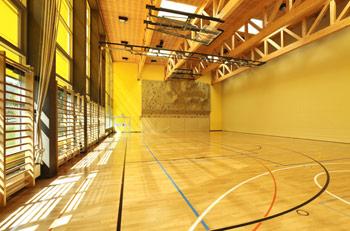 Výstavba venkovních hřišť a sportovních areálů, vybavení sportovišť