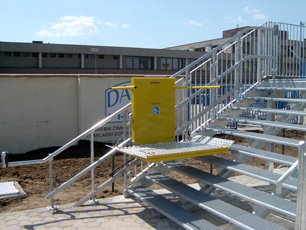 Šikmá schodišťová plošina typu IPM 300 s přímou dráhou