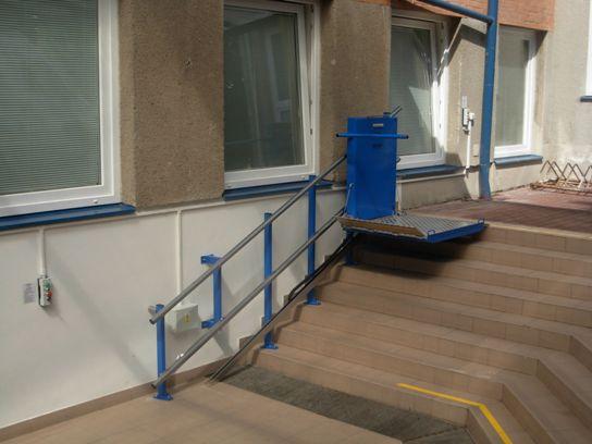 šikmá schodišťová plošina s přímou dráhou