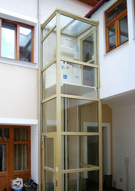 vertikální zvedací plošina typu VPM 250, VPM 400 pro imobilní osoby