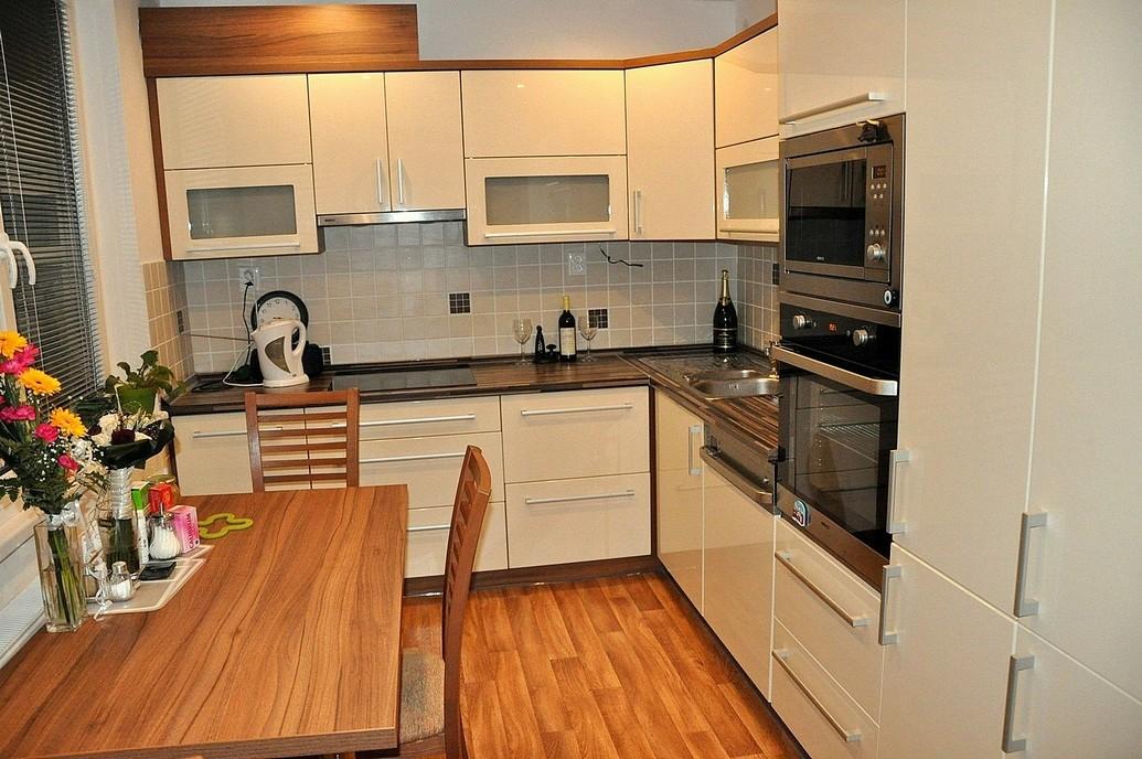 Výroba, montáž kuchyně včetně dodávky spotřebičů, osvětlení a příslušenství