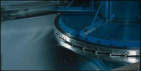 Výroba hliníkových a ocelových desek - výroba na zakázku, desky broušené a frézované.