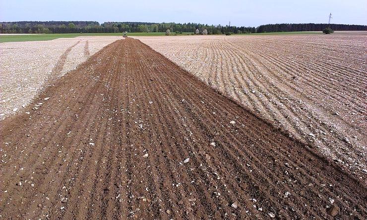 Zemědělská technika, zemědělské stroje a příslušenství pro zemědělce, farmáře a vinaře
