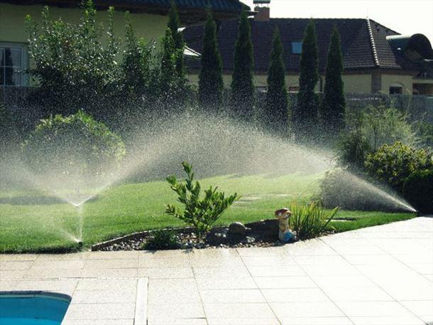 Závlaha, pravidelné zavlažování, zavlažovací systémy zahrad, veřejné zeleně