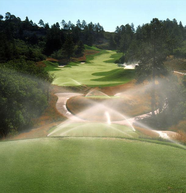 zavlažování golfových hřišť