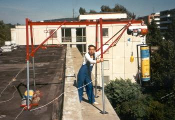 Střešní, okenní vrátky, nosné konstrukce, žebříkové výtahy-pronájem, prodej