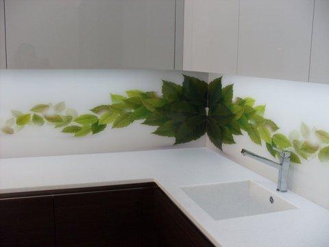 Skleněná deska za kuchyňskou linku