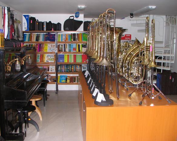 Hudební nástroje Ostrava – e-shop, opravy, ladění