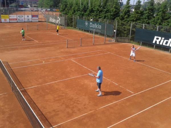 Tenis Ostrava, antukové tenisové kurty, tenisová škola a trenér