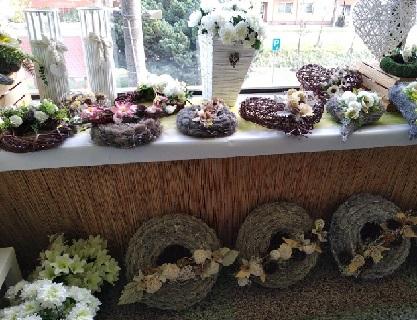 Dušičková dekorace, květinové vazby, věnce na dušičky