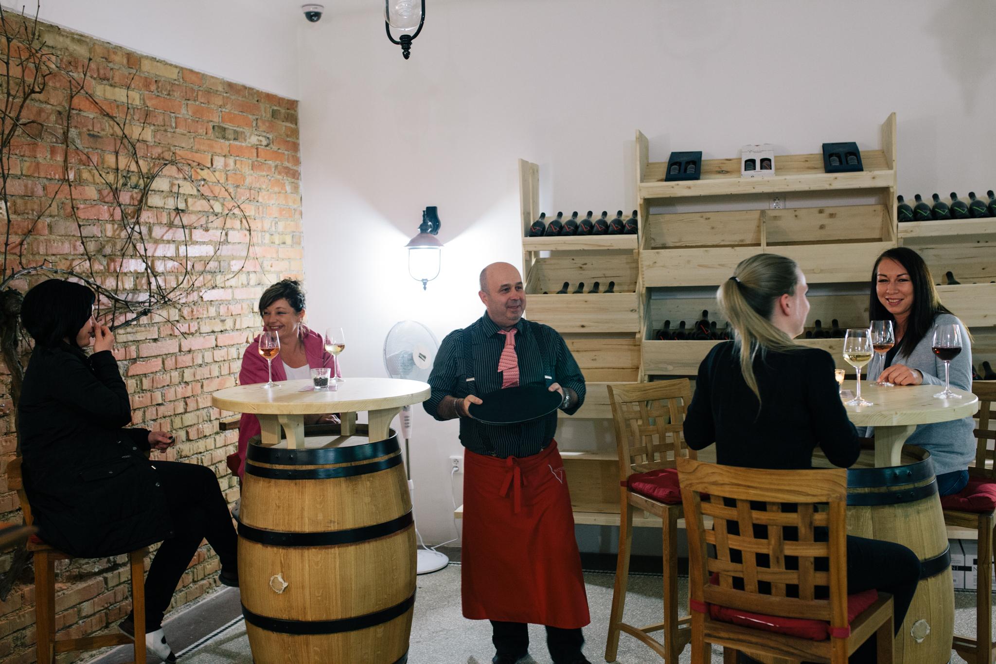 Nevšední  vinotéka, degustace vín,  Palác  YMCA  Praha