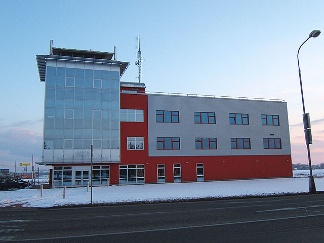 Ocelové konstrukce průmyslových obchodních administrativnich hal