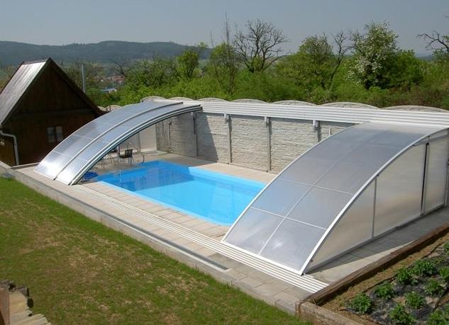 Überdachung von Schwimmbecken, Kunststoffschwimmbecken, die Tschechische Republik