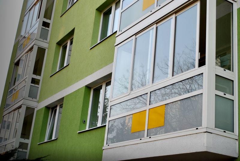 Zasklenie balkónov, lodžií lexanom, systémom Thermalux Zlín