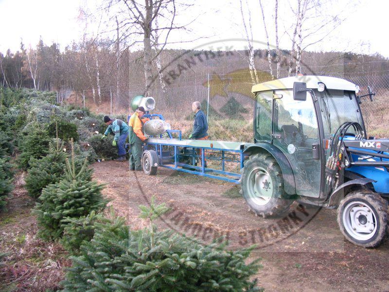 Zařízení na balení stromků Sušice