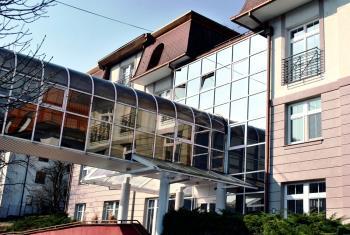 Prosklené fasády na komerčních, administrativních budovách