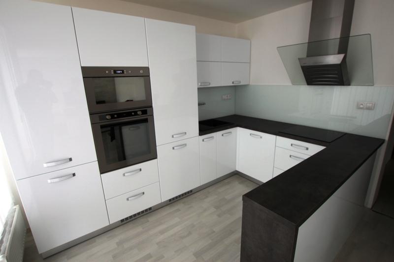 Stolárna - zakázková výroba nábytku, kuchyňské linky na míru Zlín