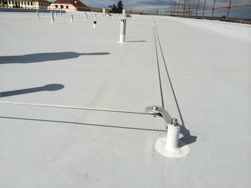 Záchytný systém Rothoblaas-zabezpečení, ochrana proti pádu z výšky