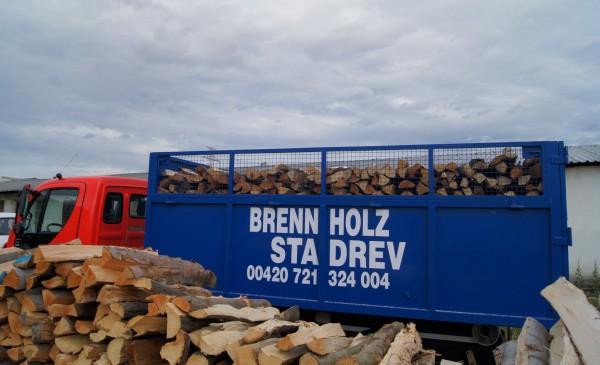 Verkauf von gespaltenen Brennholz mit Transport nach Hause Österreich
