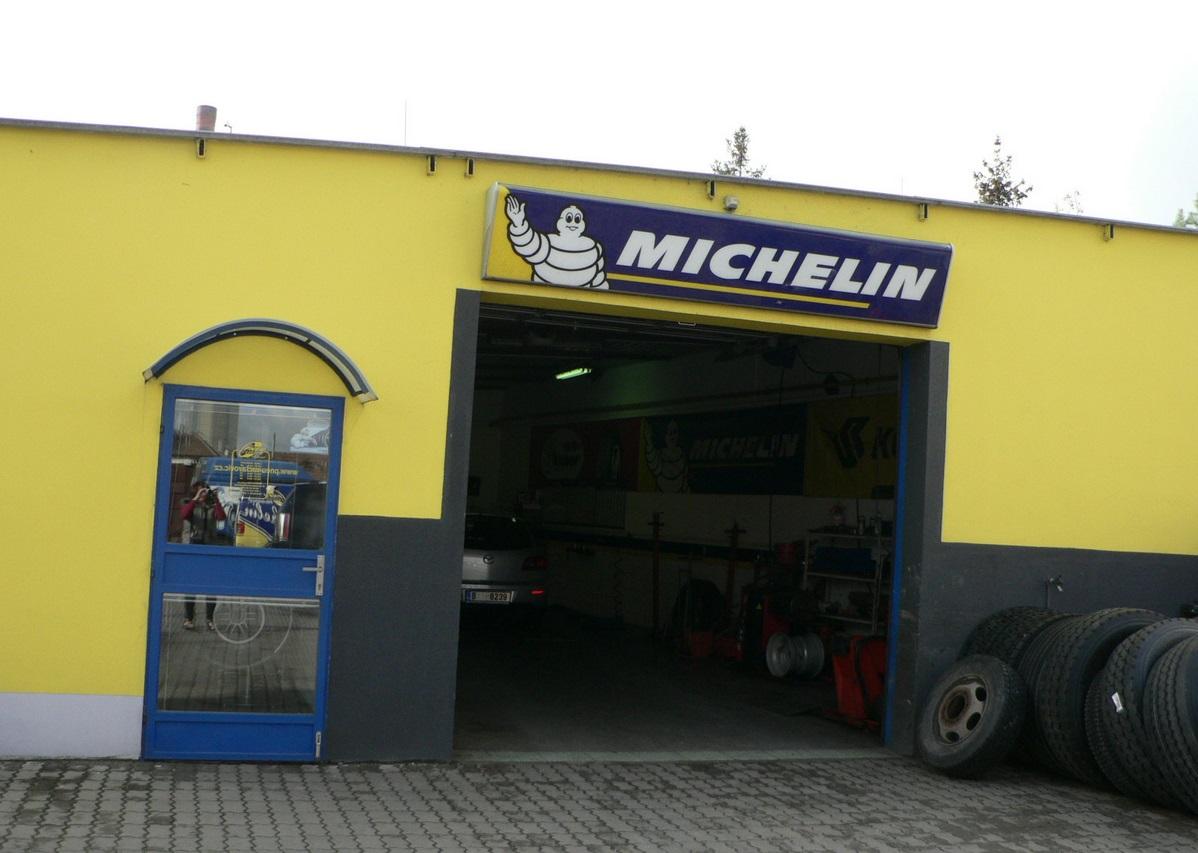 Pneuservis pro osobní, nákladní automobily, motocykly i zemědělské stroje