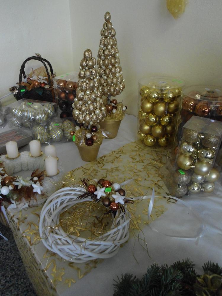 dekorační zboží s tématikou vánoc
