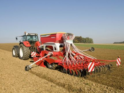 Agricultural machinery custom manufacturing, transport pallets, the Czech Republic