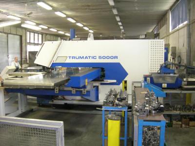 CNC vysekávání plechů děrování řezání laserem výpalky přesné