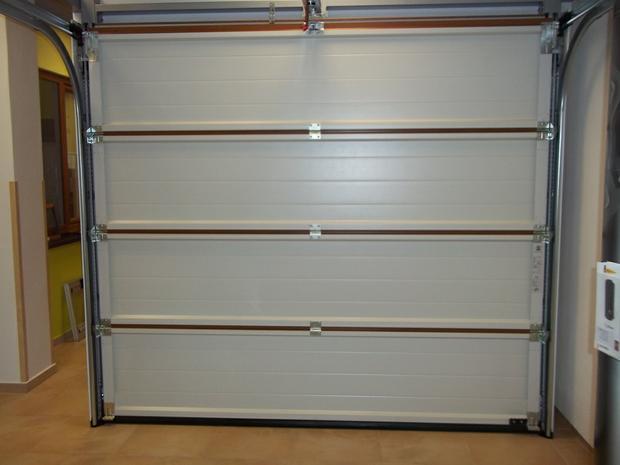prodej a montáž garážová sekční vrata Olomouc