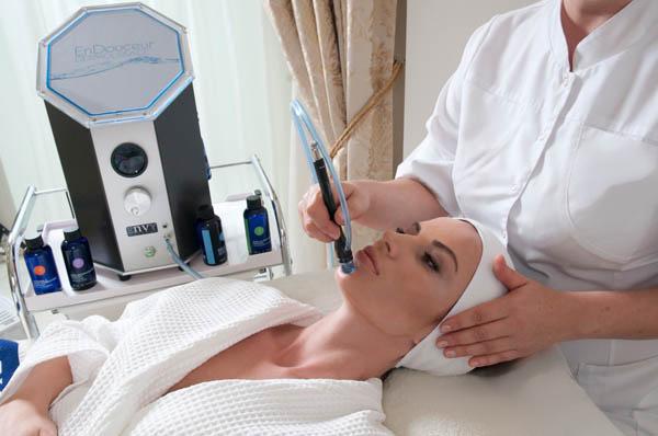 Špičkové celkové ošetření pleti, neinvazivní lifting obličeje Dermolissage