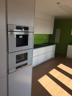 Zakázková výroba kuchyňských linek Praha - přesné vyměření a odborná montáž