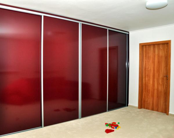 Zakázková výroba kvalitních vestavěných skříní na míru, šaten a dalšího nábytku