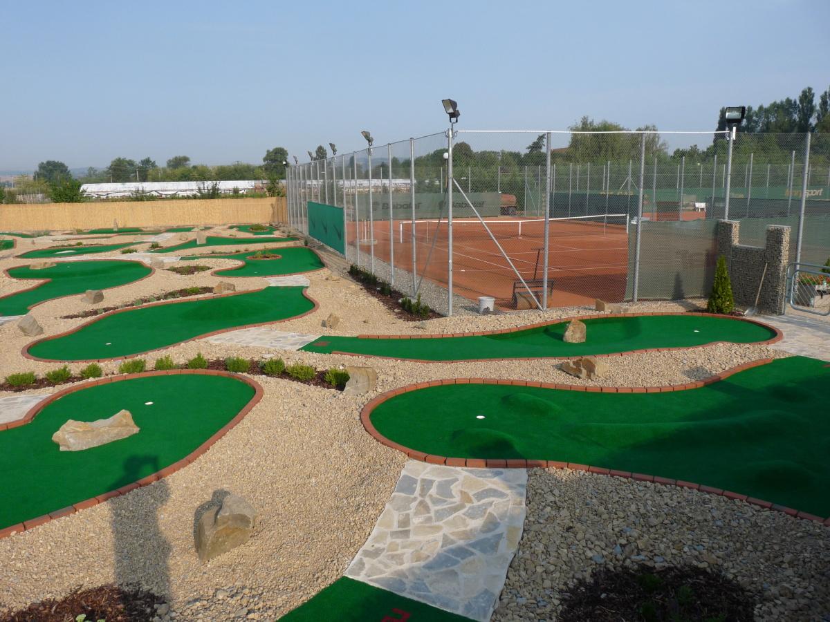 Rekreační areál, ubytování, adventure golf, tenis, bowling Zlín, Hradiště