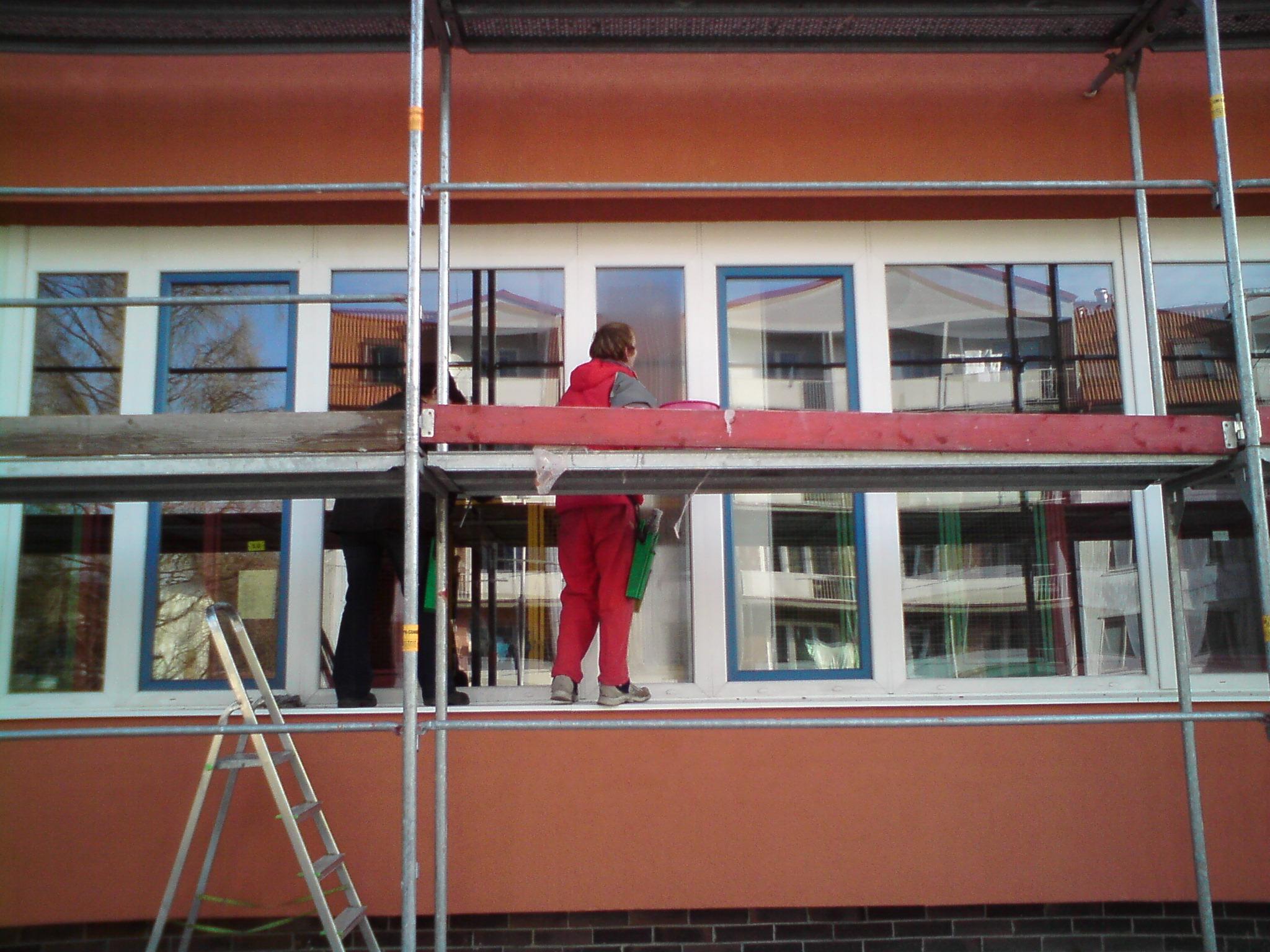 Pravidelné, jednorázové mytí oken, výloh i ve výškách