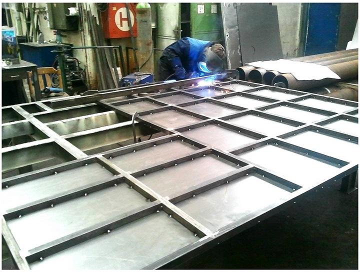 Plechové kryty obráběcích strojů, průmyslové krytování CNC stroje