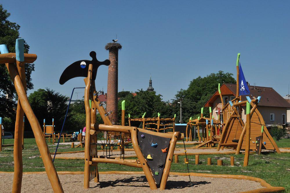 Dřevěné herní prvky dětského hřiště