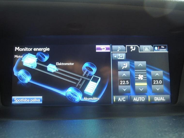 Některé automobily mají i palubní počítač