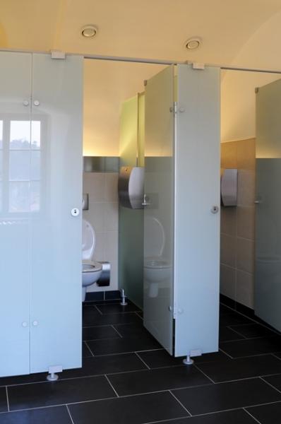 Sklenené skrinky, šatňové skrine, wc kabínky, dvere Kroměříž, Zlín