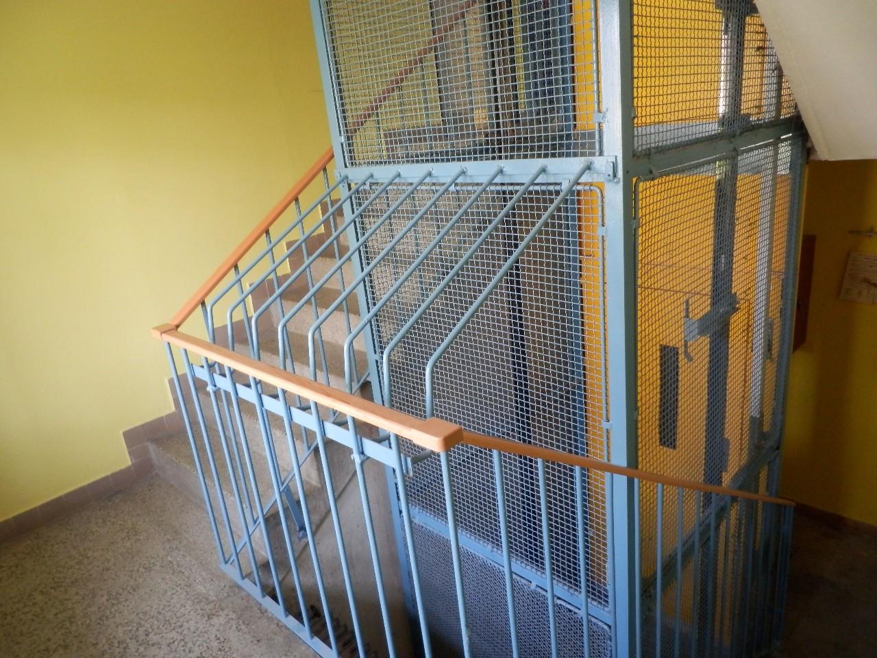Výtahy, generální servis, revize a opravy, montáže výtahů