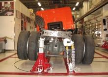 Systém pro rovnání rámů užitkových vozidel