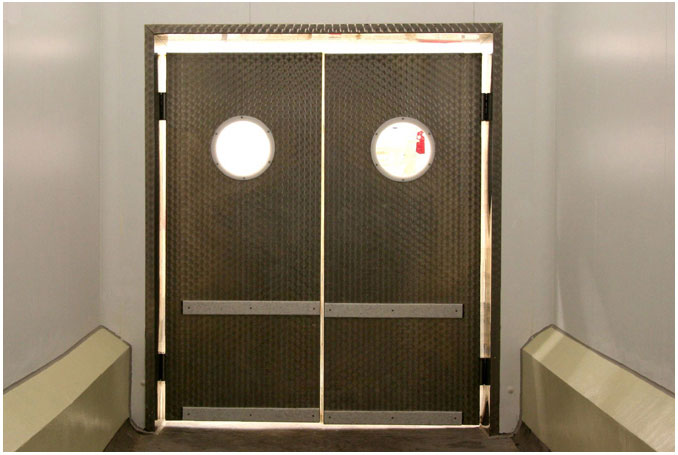 Chladírenské dveře a mrazírenské dveře s širokým využitím do firem, skladů i supermarketů
