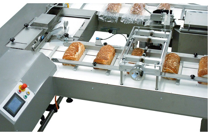 Snadné balení pečiva do sáčků umožní naše balicí linky.