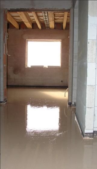 Nabízíme vám i cementové podlahy.