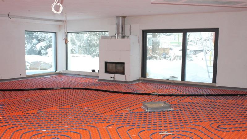 Podlahové topení vás zahřeje.