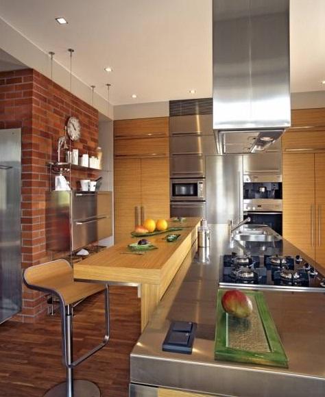 Nerezový nábytek se hodí i do kuchyně.