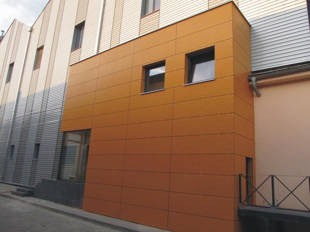 Opláštění trapézový plech s tepelnou izolací budovy