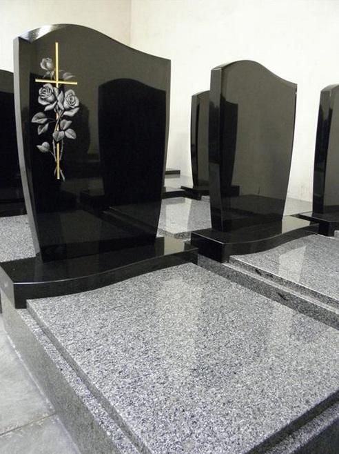 Postaráme se i o zhotovení náhrobního kamene