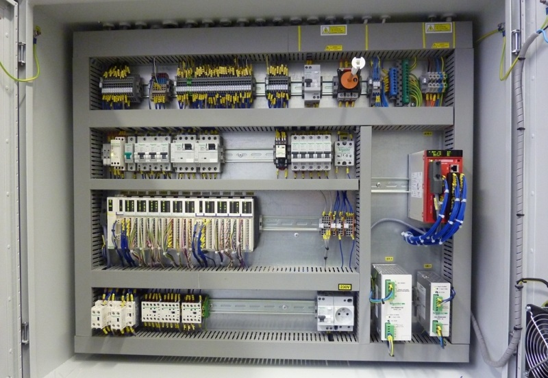 Elektroinstalační materiál využijete napříč obory.